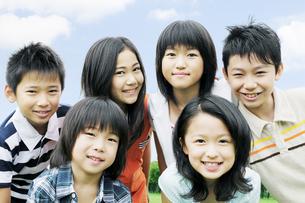 笑顔の子供たちの写真素材 [FYI04914450]