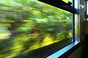 車窓の風景の写真素材 [FYI04914999]