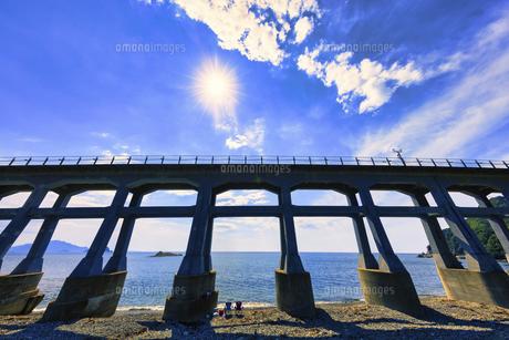 夏の惣郷川橋梁の写真素材 [FYI04915283]