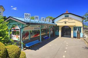 別所温泉駅とれいんどりーむ号の写真素材 [FYI04915326]