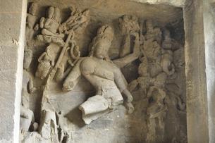 エレファンタ島 踊るシヴァ神像の写真素材 [FYI04915835]