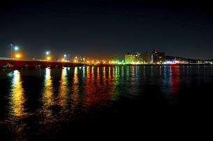 江ノ島夜景(江の島大橋)の写真素材 [FYI04915850]