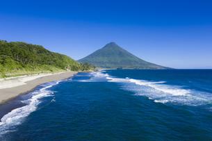 瀬平海岸から開聞岳を望むの写真素材 [FYI04916323]