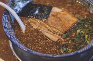 北海道函館の魚介系出汁の味噌ラーメンの写真素材 [FYI04917146]
