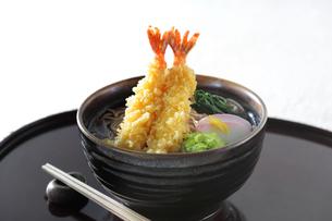 海老天ぷら蕎麦の写真素材 [FYI04917260]