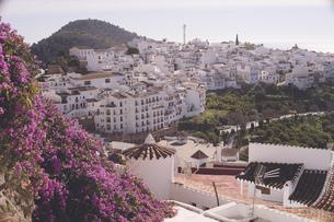 スペイン アンダルシアの観光地フリヒリアーナの白い街並みの写真素材 [FYI04917423]