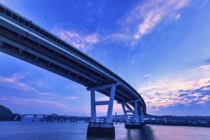 夕景 海田大橋、仁保ジャンクションの写真素材 [FYI04917668]