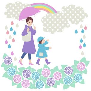 親子で雨のお散歩のイラスト素材 [FYI04918070]