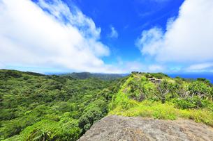 小笠原国立公園 父島の中央山から南西方向を望むの写真素材 [FYI04918982]