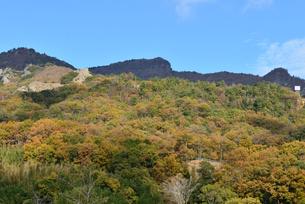 小豆島/紅葉と寒霞渓の第二展望台奇岩郡を一望の写真素材 [FYI04919214]
