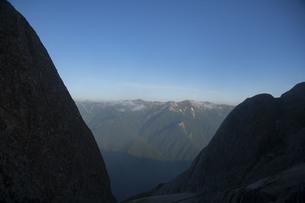夏山2つの岩の写真素材 [FYI04919252]