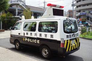 出動する警察車両の写真素材 [FYI04919280]