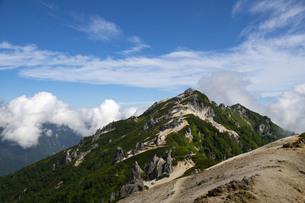 晴れた燕岳山頂の写真素材 [FYI04919521]