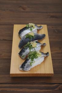 イワシの握り寿司の写真素材 [FYI04919552]