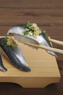イワシの握り寿司の写真素材 [FYI04919554]
