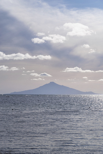 稚内市から見える利尻富士の写真素材 [FYI04919578]