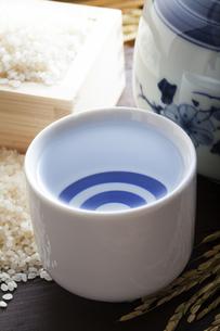 清酒と米の写真素材 [FYI04920069]