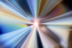 輝く放射光と放射線のアブストラクトのグラフィックス のイラスト素材 [FYI04920267]