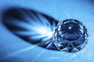 【インテリア】ガラス玉が反射する様子 クリスタルの写真素材 [FYI04920810]