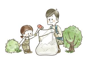ゴミ拾いをしている親子のイラスト素材 [FYI04920857]
