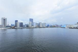 梅雨空の東京の町並みの写真素材 [FYI04920980]