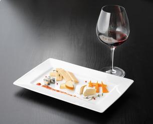 チーズとワインの写真素材 [FYI04921030]