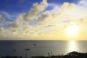 沖縄・宮古島 前浜ビーチの夕暮れの写真素材 [FYI04921491]