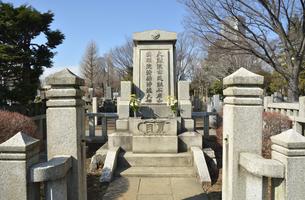 夏目漱石墓所・雑司ケ谷霊園の写真素材 [FYI04921775]