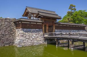 松代城跡 太鼓門と前橋の写真素材 [FYI04921838]
