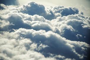 飛行機内からの雲海 空撮の写真素材 [FYI04922025]