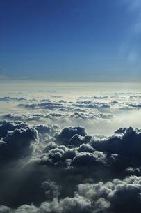 飛行機内からの雲海 空撮の写真素材 [FYI04922026]