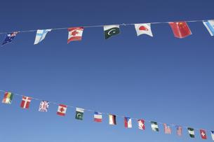 青空に万国旗の写真素材 [FYI04922067]