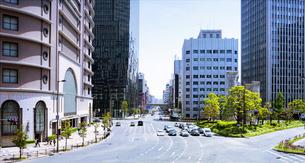 梅田駅前の道とビルの写真素材 [FYI04922245]