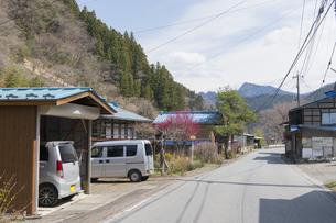群馬県の田舎の道の写真素材 [FYI04922274]