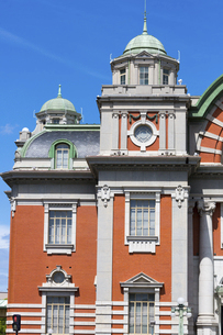 青空に映える大阪市中央公会堂の写真素材 [FYI04922395]