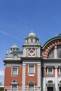 青空に映える大阪市中央公会堂の写真素材 [FYI04922396]