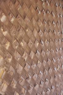 竹の子の皮で編まれた茶室の壁面の写真素材 [FYI04923145]
