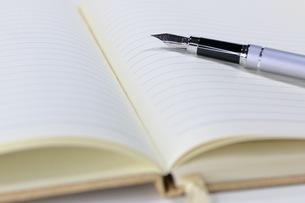 ノートと万年筆の写真素材 [FYI04923318]