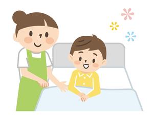 ベッドに横たわる男の子と介護する女性の介護士のイラスト素材 [FYI04923427]