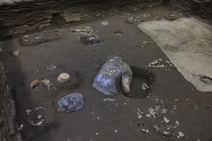 三内丸山遺跡の子供の墓の写真素材 [FYI04923458]
