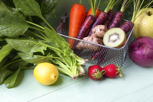 様々な野菜とフルーツの写真素材 [FYI04924665]