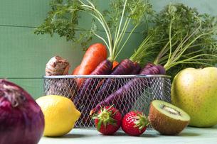 様々な野菜とフルーツの写真素材 [FYI04924666]
