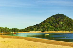 朝焼けの菊ヶ浜の写真素材 [FYI04924807]