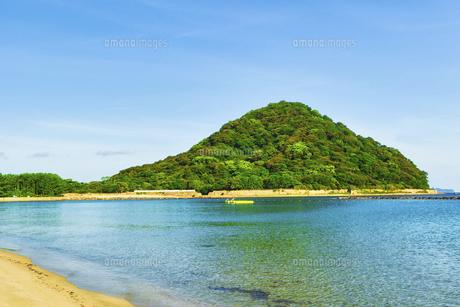 早朝の菊ヶ浜海水浴場の写真素材 [FYI04924808]