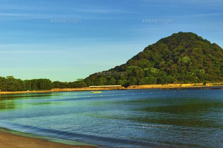 朝焼けの菊ヶ浜の写真素材 [FYI04924809]