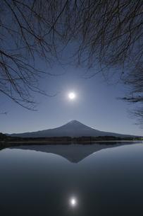 月夜の富士山_田貫湖よりの写真素材 [FYI04925205]