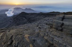 阿蘇山_中岳からの夕景の写真素材 [FYI04925217]