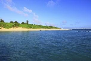 沖縄・宮古島 夕照の前浜ビーチの写真素材 [FYI04925438]