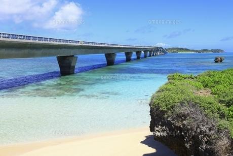 沖縄・宮古島 池間大橋の写真素材 [FYI04925475]