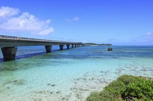 沖縄・宮古島 池間大橋の写真素材 [FYI04925476]